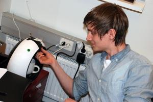 Tomas Bäcklund fixar kaffemaskinen